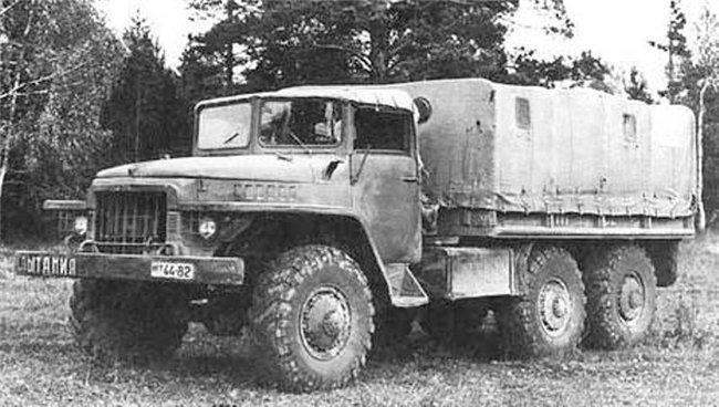 Прототип грузового автомобиля Урал-375 (6x6)